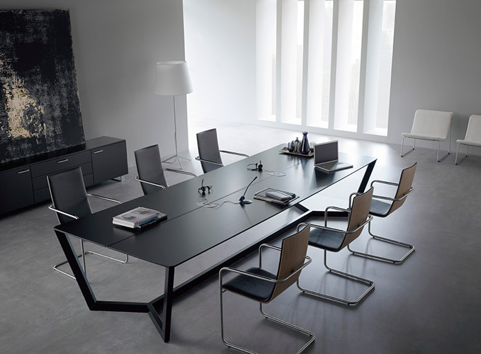 HAMMOK Cantilever chairs with LORCA meeting table